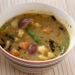 Indiase linzencurry met gestoomde groenten