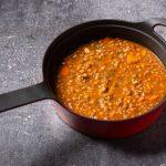 Vegetarische maaltijdsoep met linzen en andijvie