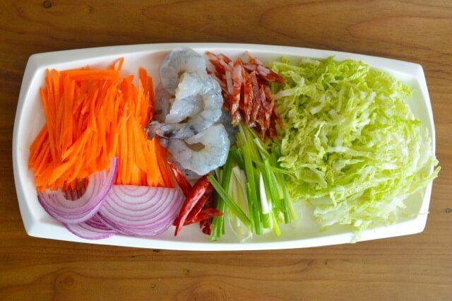 Groenten en vlees julienne gesneden